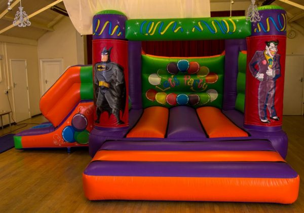 Batman 17 x 15 Velcro Castle With Slide – Changeable Themes