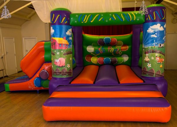 Farm 17 x 15 Velcro Castle With Slide – Changeable Themes