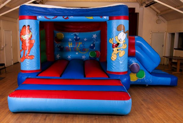 Garfield 17 x 15 Velcro Castle With Slide – Changeable Themes