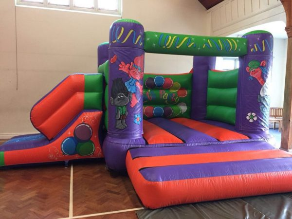 Trolls 17 x 15 Velcro Castle With Slide – Changeable Themes
